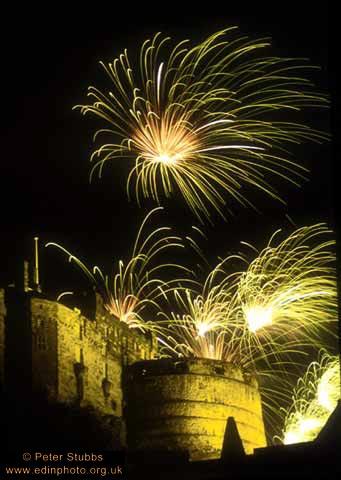 247_castle_+_fireworks_pf1
