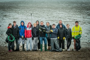 The Princes Trust Group, Dalkeith, joins Scott Munro, General Manager M&S Gyle Centre (centre), with findings from today's beach clean