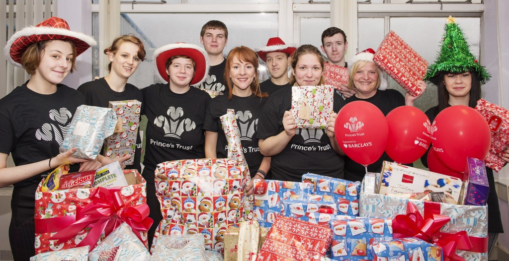 Photo L – R Front row: Paige Blair, Shamain Brown, Lisa Blair, Jasmine Watt (Social Work student), Jayne Young, Kerry Smith (Prince's Trust Team Leader), Natalie Brownlie. Back row: Fraser Mclean, Tristan Ewing, Billy Cameron