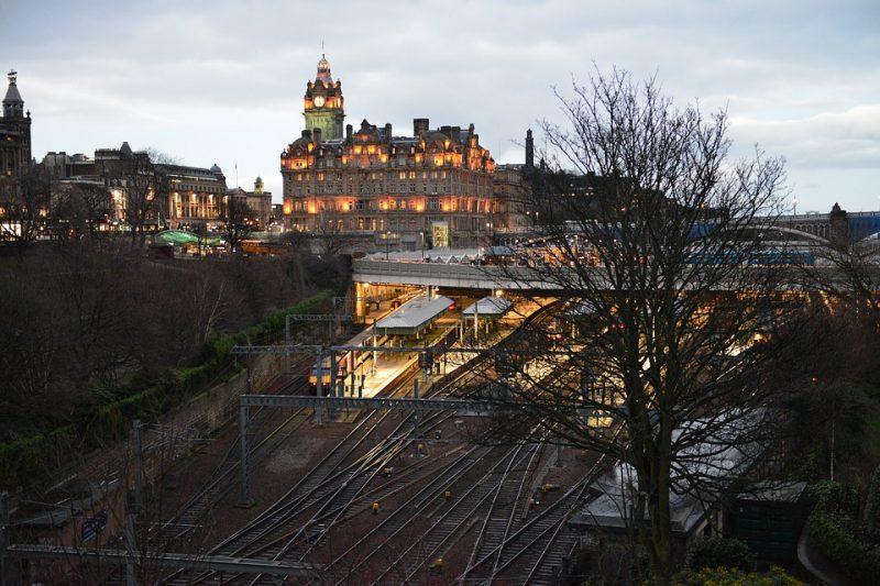 edinburgh train station