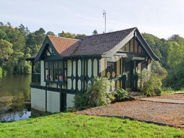 Boathouse exterior-min